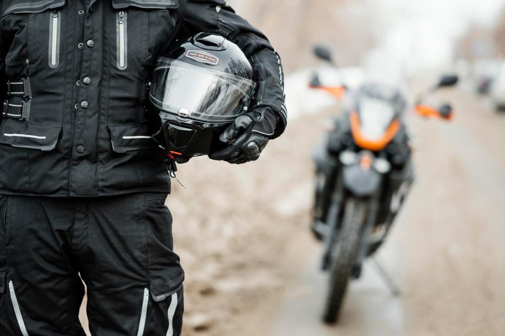 Quels équipements pour assurer la visibilité à moto ?