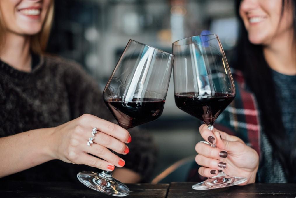 Comment l'alcool agit sur la confiance en soi ?