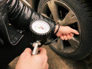 pression-pneumatiques-voiture