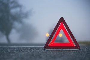 Triangle de pré-signalisation et kit de sécurité routière